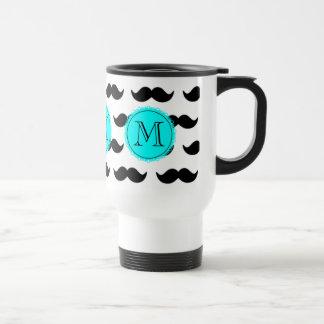 Modelo negro del bigote, monograma del azul de la taza de viaje