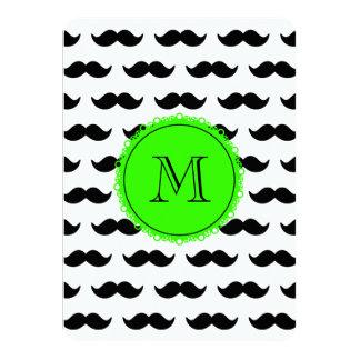 Modelo negro del bigote, monograma verde invitación 11,4 x 15,8 cm