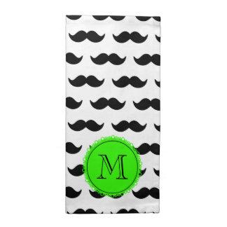 Modelo negro del bigote, monograma verde servilleta