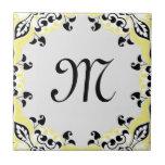 Modelo negro y blanco amarillo elegante con el mon azulejo