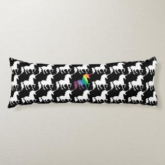 Modelo negro y blanco del arco iris magnífico del almohada de cuerpo entero