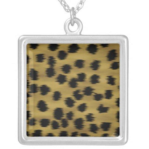 Modelo negro y de oro de la impresión del guepardo collar plateado