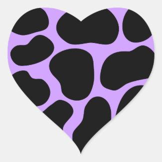Modelo negro y púrpura de la impresión de la vaca pegatina en forma de corazón