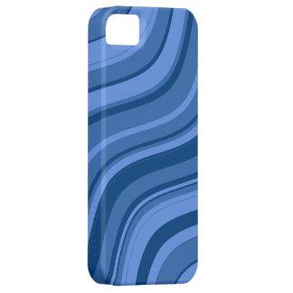 Modelo ondulado de las rayas del azul de cielo funda para iPhone 5 barely there