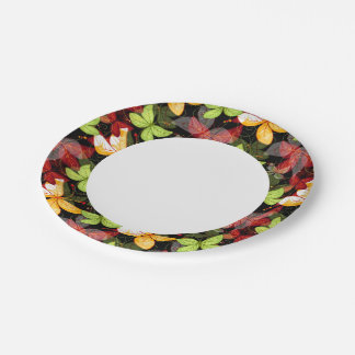 Modelo oscuro del otoño platos de papel