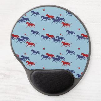 Modelo patriótico de los caballos que trotan alfombrillas de ratón con gel