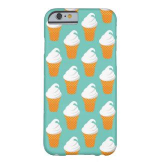 Modelo poner crema del cono de Vanilla Ice Funda Barely There iPhone 6