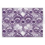 Modelo púrpura apenado elegante fresco del damasco felicitacion