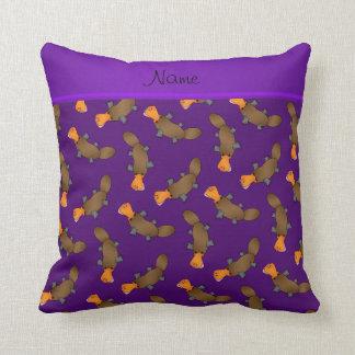Modelo púrpura conocido personalizado del platypus cojín