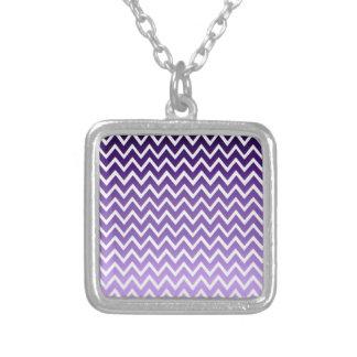 Modelo púrpura de Chevron del zigzag Colgante Cuadrado