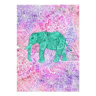 Modelo púrpura de la alheña del elefante tribal de invitaciones personales