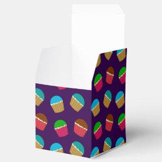 Modelo púrpura de la magdalena caja para regalos