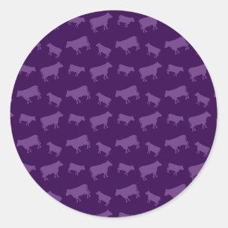 Modelo púrpura de la vaca pegatina redonda