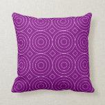 Modelo púrpura de los círculos de las obras clásic cojin