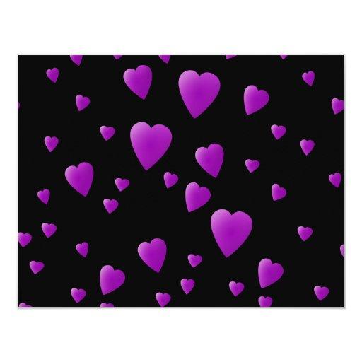 Modelo púrpura de los corazones del amor en negro comunicados personales