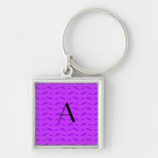 Modelo púrpura de neón del bigote del monograma llaveros