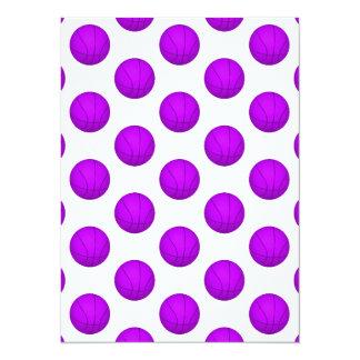 "Modelo púrpura del baloncesto invitación 5.5"" x 7.5"""