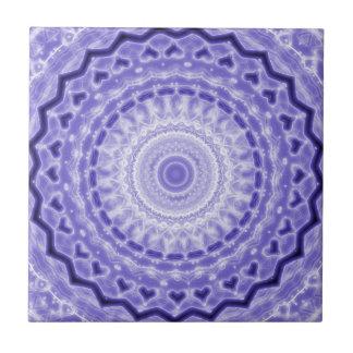 Modelo púrpura del caleidoscopio de la mandala de  azulejo cuadrado pequeño