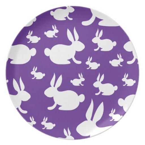 Modelo púrpura del conejito platos