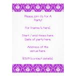 Modelo púrpura del damasco con blanco invitación