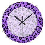 Modelo púrpura del estampado leopardo reloj