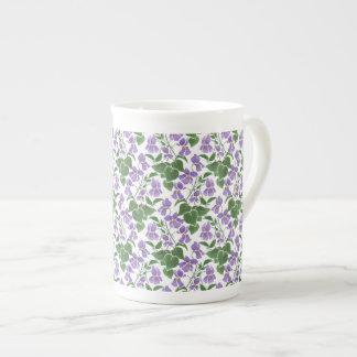 Modelo púrpura del Watercolour de las violetas en Taza De Porcelana