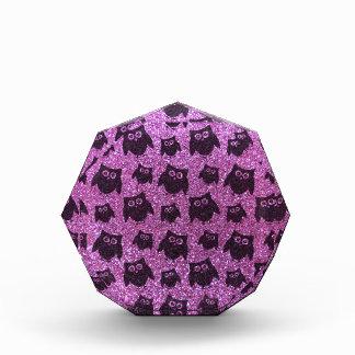 Modelo púrpura en colores pastel del brillo del bú