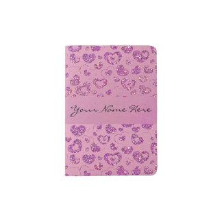 Modelo púrpura femenino del corazón del brillo en porta pasaporte
