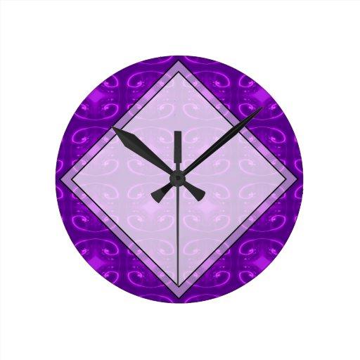 Modelo púrpura reloj redondo mediano