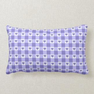 Modelo púrpura y blanco de los corazones del almohadas