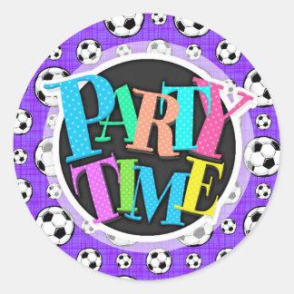 Modelo púrpura y blanco del balón de fútbol pegatina redonda