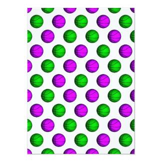 """Modelo púrpura y verde del baloncesto invitación 5.5"""" x 7.5"""""""