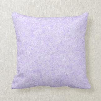 Modelo purpúreo claro del fondo almohadas