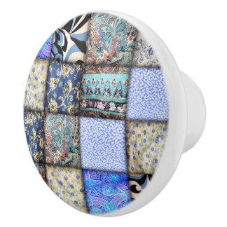 Modelo que acolcha del falso remiendo azul pomo de cerámica