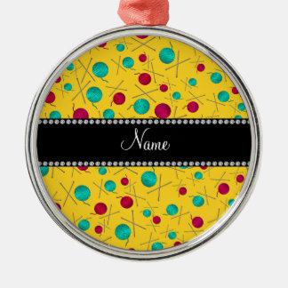 Modelo que hace punto amarillo conocido adorno redondo plateado
