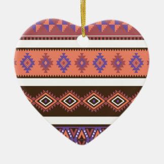 Modelo que hace punto moderno hermoso en los adorno de cerámica en forma de corazón