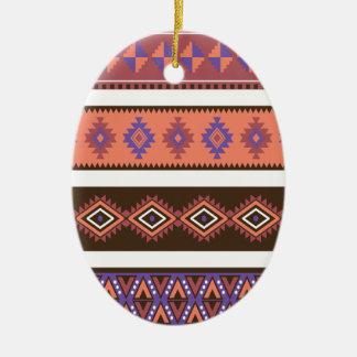 Modelo que hace punto moderno hermoso en los adorno ovalado de cerámica