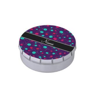 Modelo que hace punto púrpura conocido jarrones de dulces