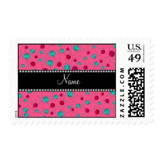 Modelo que hace punto rosado conocido timbre postal