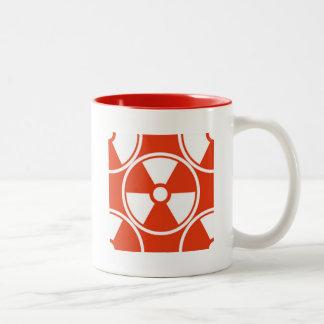 Modelo radiactivo en rojo taza de dos tonos