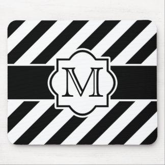 Modelo rayado abstracto blanco negro con el monogr alfombrilla de raton