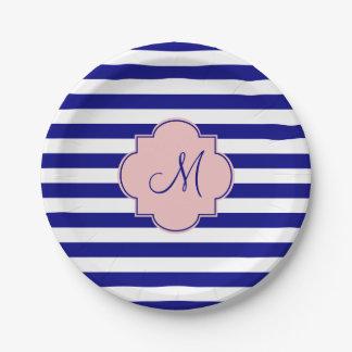 Modelo rayado de los azules marinos y de los rosas platos de papel