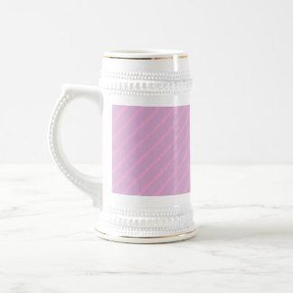 Modelo rayado diagonal de color de malva y rosado taza