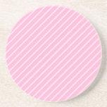 Modelo rayado diagonal rosado del caramelo posavaso para bebida