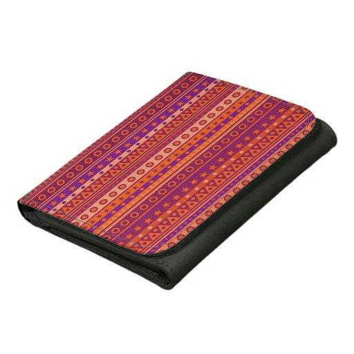 Modelo rayado púrpura y anaranjado