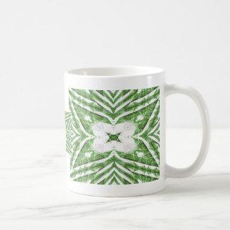 modelo rayado verde y blanco, ángulos florales taza de café