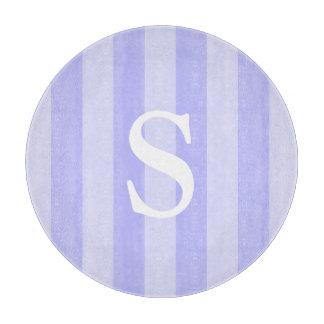 Modelo rayado vertical azul claro con monograma tablas para cortar