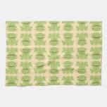 Modelo retro de la rana verde toallas de cocina