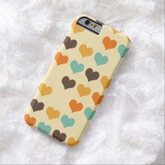 Modelo retro de los corazones de los colores funda para iPhone 6 barely there