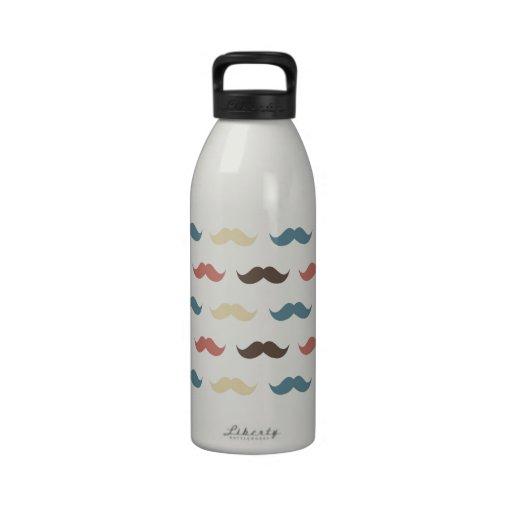 Modelo retro del bigote en colores multi botellas de agua reutilizables